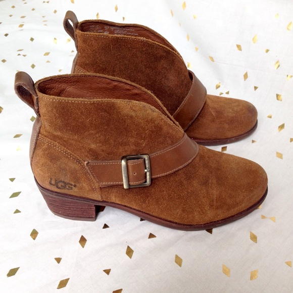 735075f6516 NWT UGG Wright Belted Leather Booties NWT